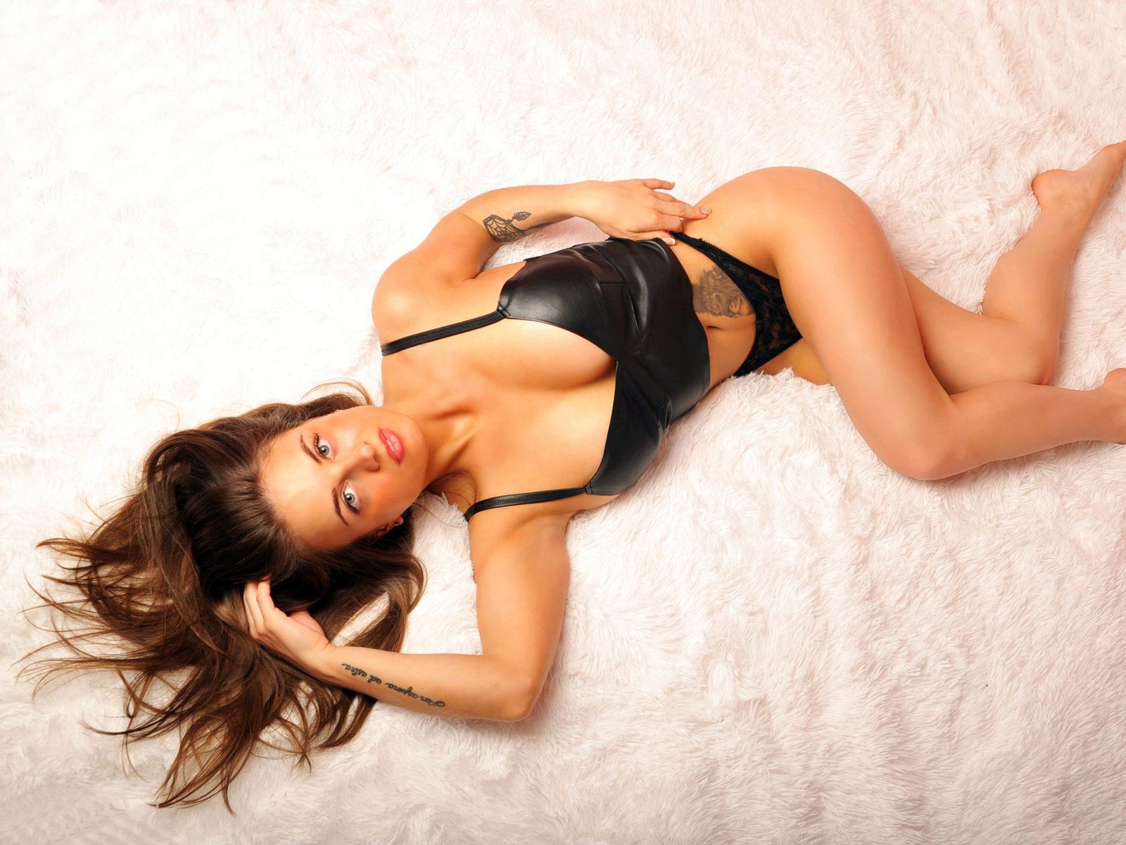 Webcam model Lola Golden from WebPowerCam