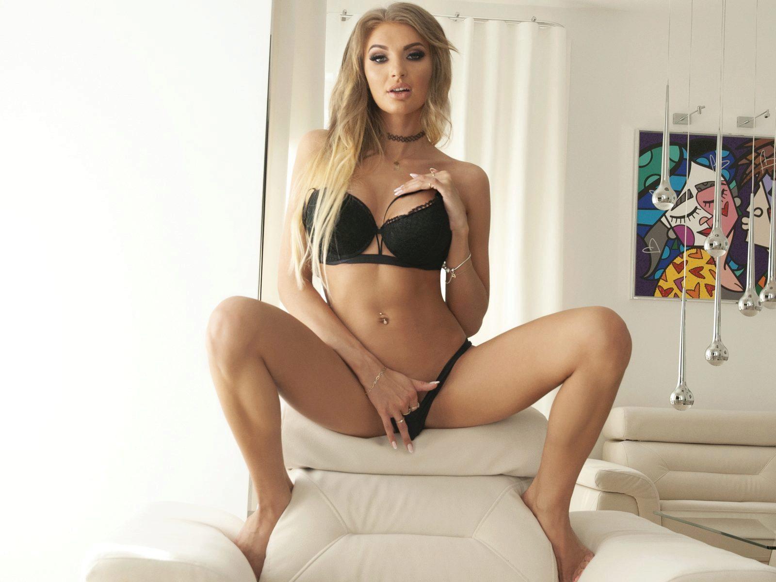 Webcam model Sally Marie from WebPowerCam