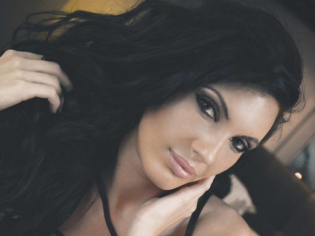 Onna Lovely