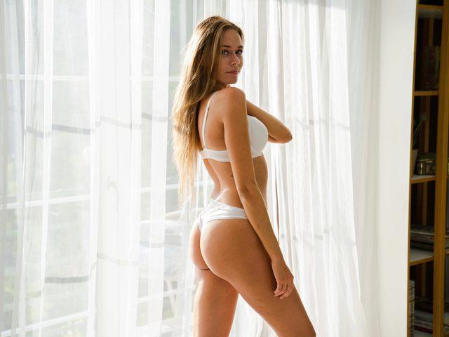 Claire Follain