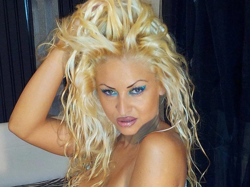 Webcam model Femmefatale from WebPowerCam