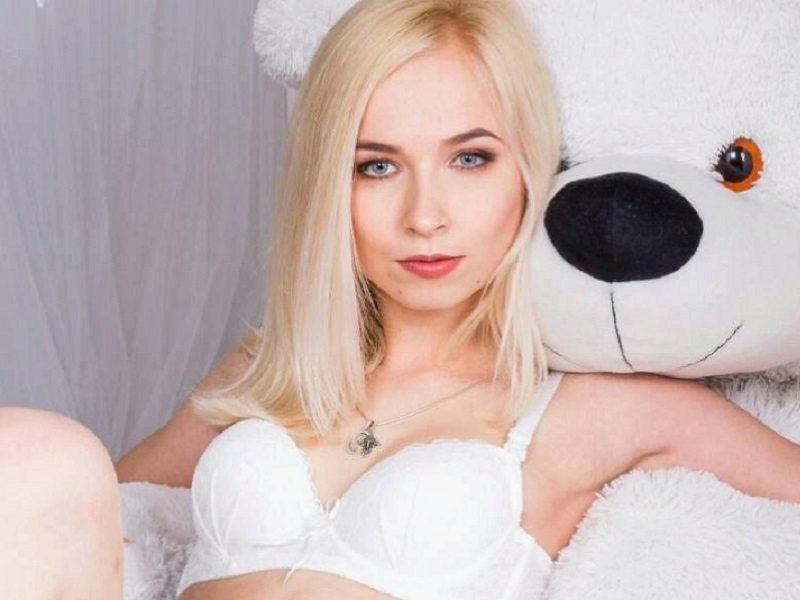 Webcam model Laila Downs from WebPowerCam (Flirt4Free)