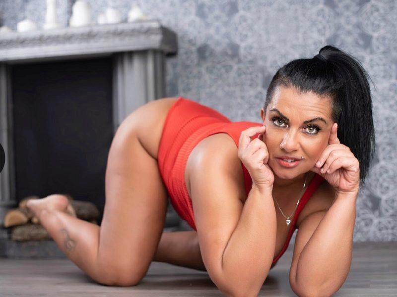 Live chat with Sabina Black webcam model