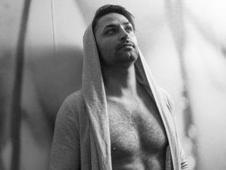Sexy Photo of Aron Green