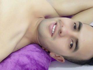 Arifin Colin Flirt4free.com