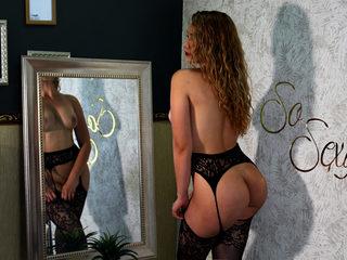 Anikka_Ferrera Room
