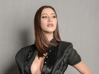 Sarai Lopez image