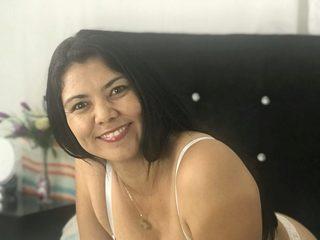 Mia Villanueva image