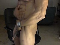 Sexy Stud Webcam Showing His Muscled Body and Big Cock