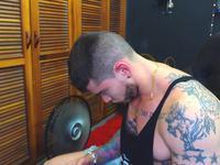 Tattooed Hulk In Stroke Webcam Show